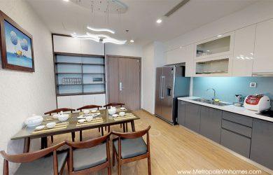 Không gian phòng bếp + bàn ăn căn hộ M1 Metropolis 2 ngủ đủ đồ.