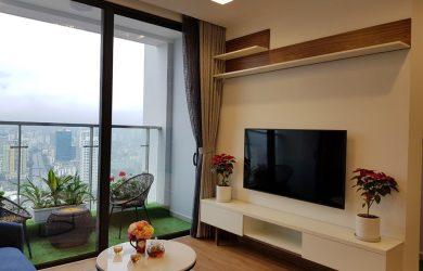 Phòng khách căn hộ Metropolis M2.3401 - cho thuê đủ đồ & có 2 phòng ngủ.