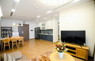 Phòng khách - căn hộ 2 ngủ Metropolis cho thuê giá rẻ.