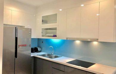 Không gian Bếp căn hộ Metropolis 81.7m2 (2 ngủ , toà M1) cho thuê đủ đồ.