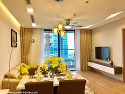 Cho thuê căn hộ 2 ngủ Metropolis M1 81.7m2 đủ đồ